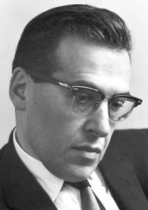 جولیان سیمور شوینگر فیزیکدان آمریکایی بود که همراه با ریچارد فاینمن، سینایترو تومونوجا موفق به کشف الکترودینامیک کوانتومی (QED) شد. شوینگر جایزه نوبل فیزیک سال ۱۹۶۵ را از آن خود کرد.